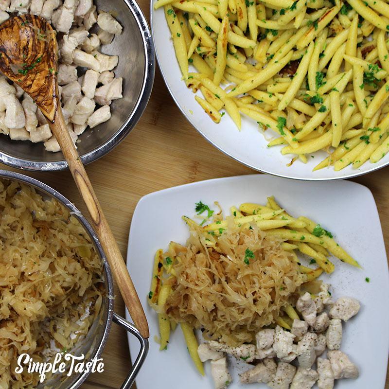 Schupfnudeln mit Sauerkraut und Hähnchen