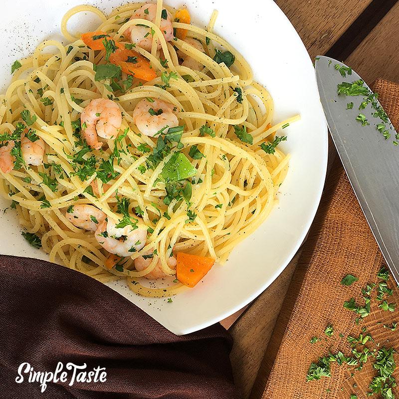 Spaghetti-Garnelen-Pfanne mit Paprikagemüse
